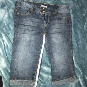 SO cuffed Bermuda shorts with tan embrdrd pockets